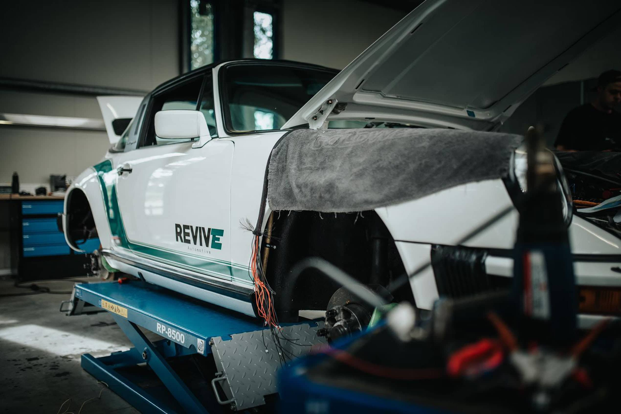 Revive ONE garage lift